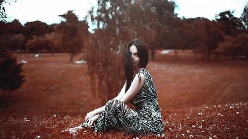 beautiful-girl-1703415_640